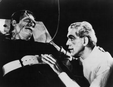 Frankenstein y el monstruo conversando
